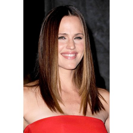 Jennifer Garner At Arrivals For The Cinema Society With Dkny Canvas Art     16 X 20