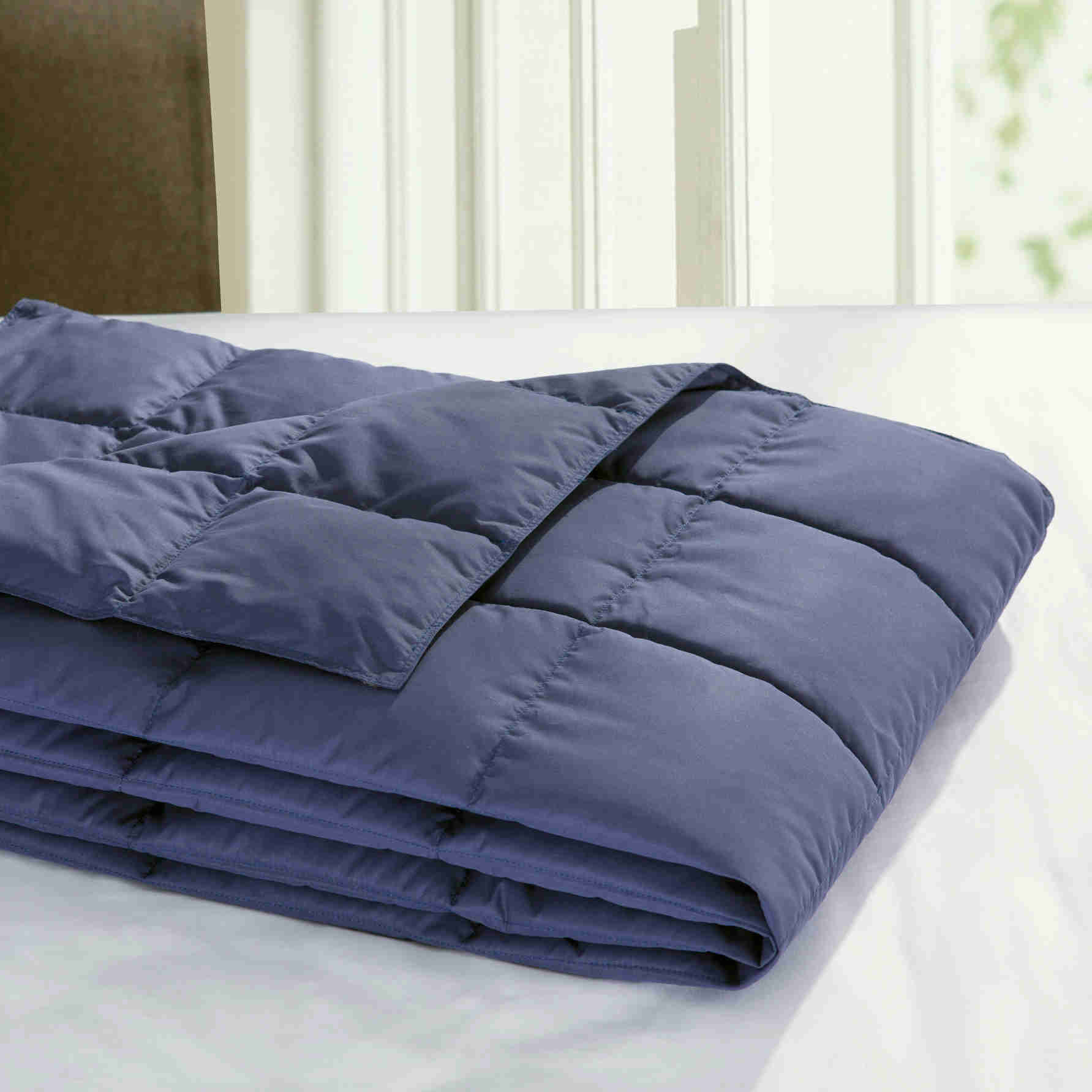 Puredown All Season Lightweight Packable Down Blanket Down throw, Down-proof Peach Skin Fabric, Navy