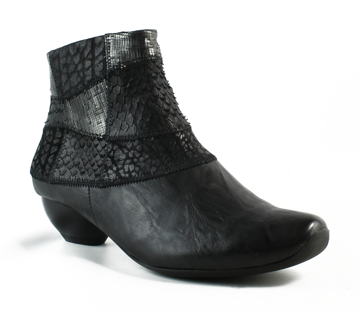 New Think! Womens 85253-00-001 Black Fashion Boots Size 5 by Think!