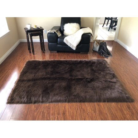 Soho Luxurious Faux Sheepskin Square Shape Brown Shag Area Rug ()