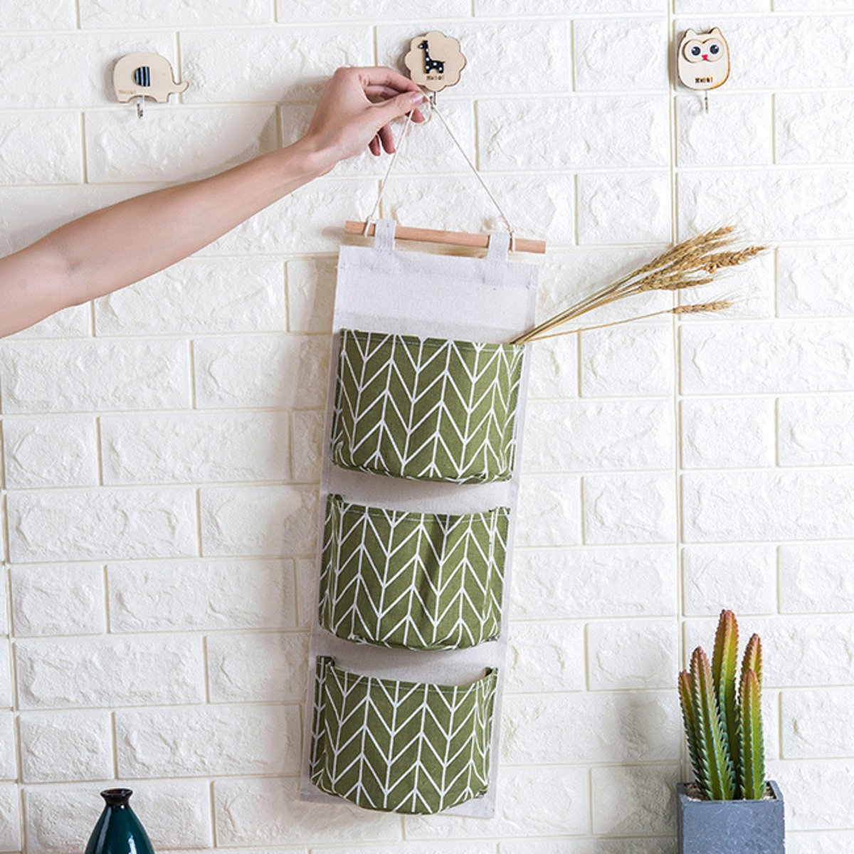 3 Pockets Hanging Storage Bag Wall Mounted Cotton Linen Wardrobe Wall Pouch Toys Holder Door Storage Pockets Bedroom Bathroom Organizer Green