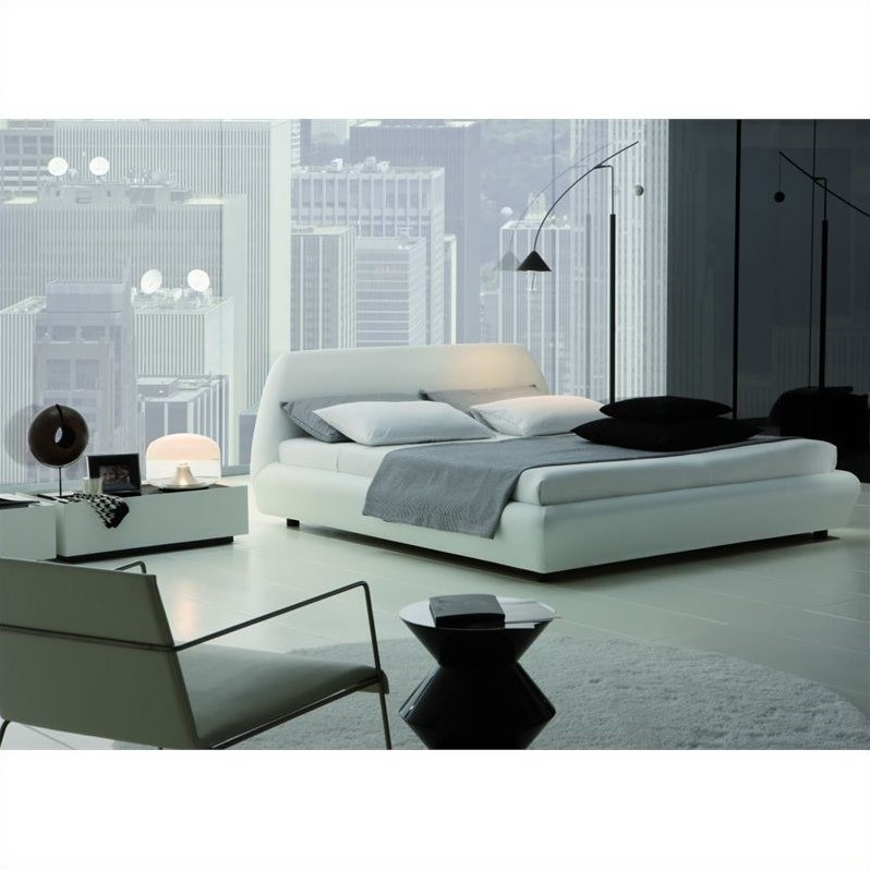 Rossetto Downtown Platform Bed 3 Piece Bedroom Set in White by Rossetto