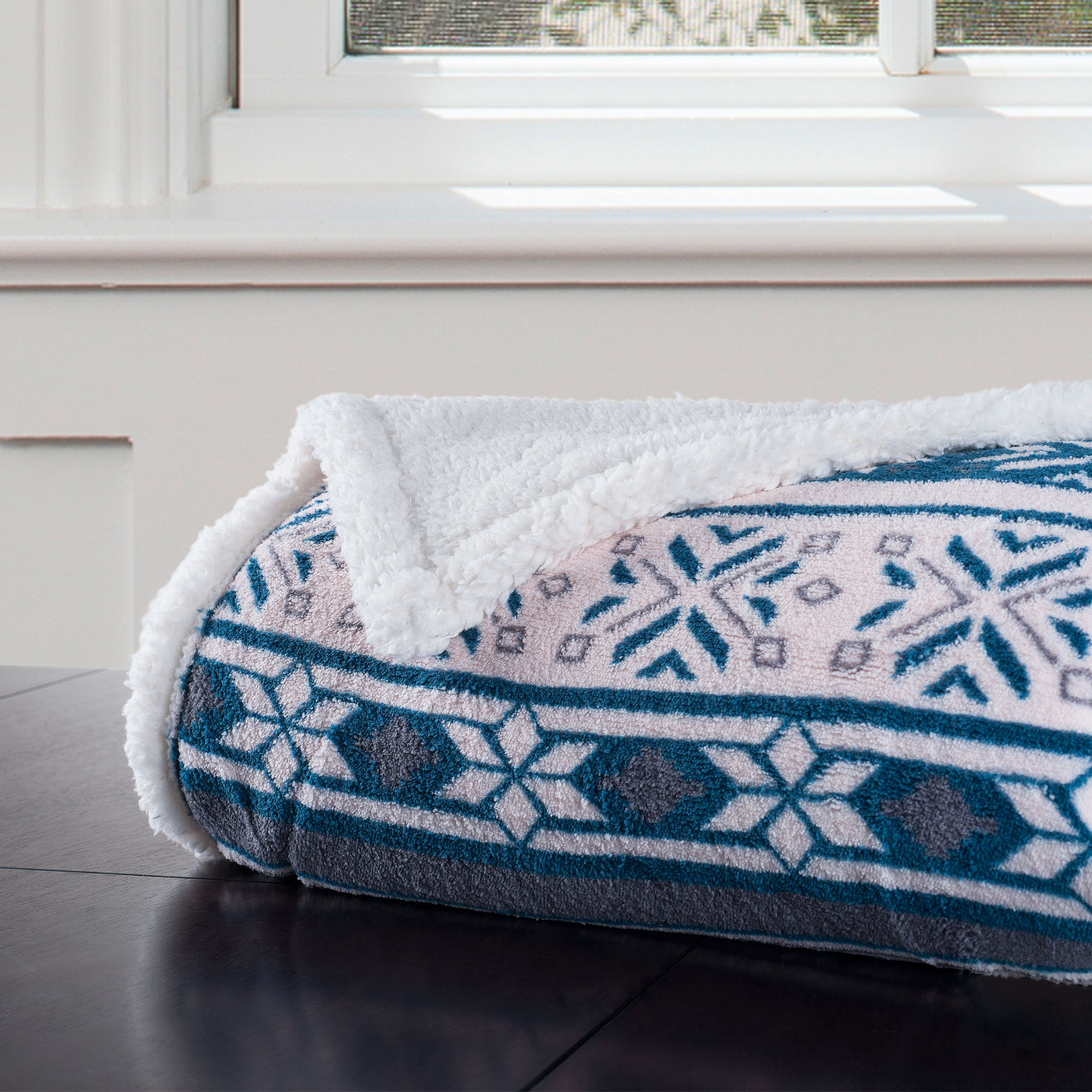 Somerset Home Fleece Sherpa Blanket Throw, Snowflakes