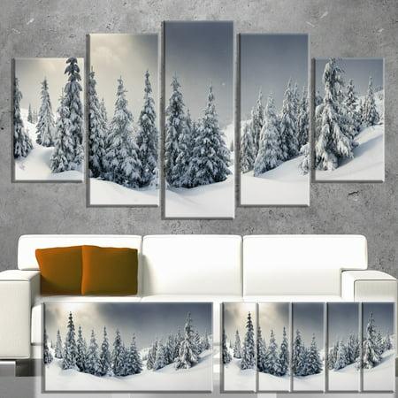 DESIGN ART Designart 'Winter Landscape' Photo Canvas Wall Art Print - Grey ()