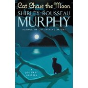 Cat Chase the Moon : A Joe Grey Mystery