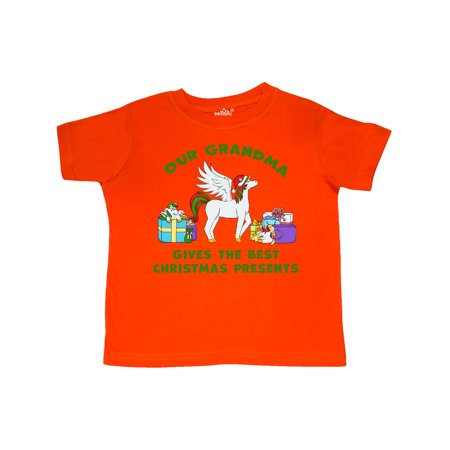 Grandma Gives the Best Christmas Presents in Green Toddler T-Shirt ()