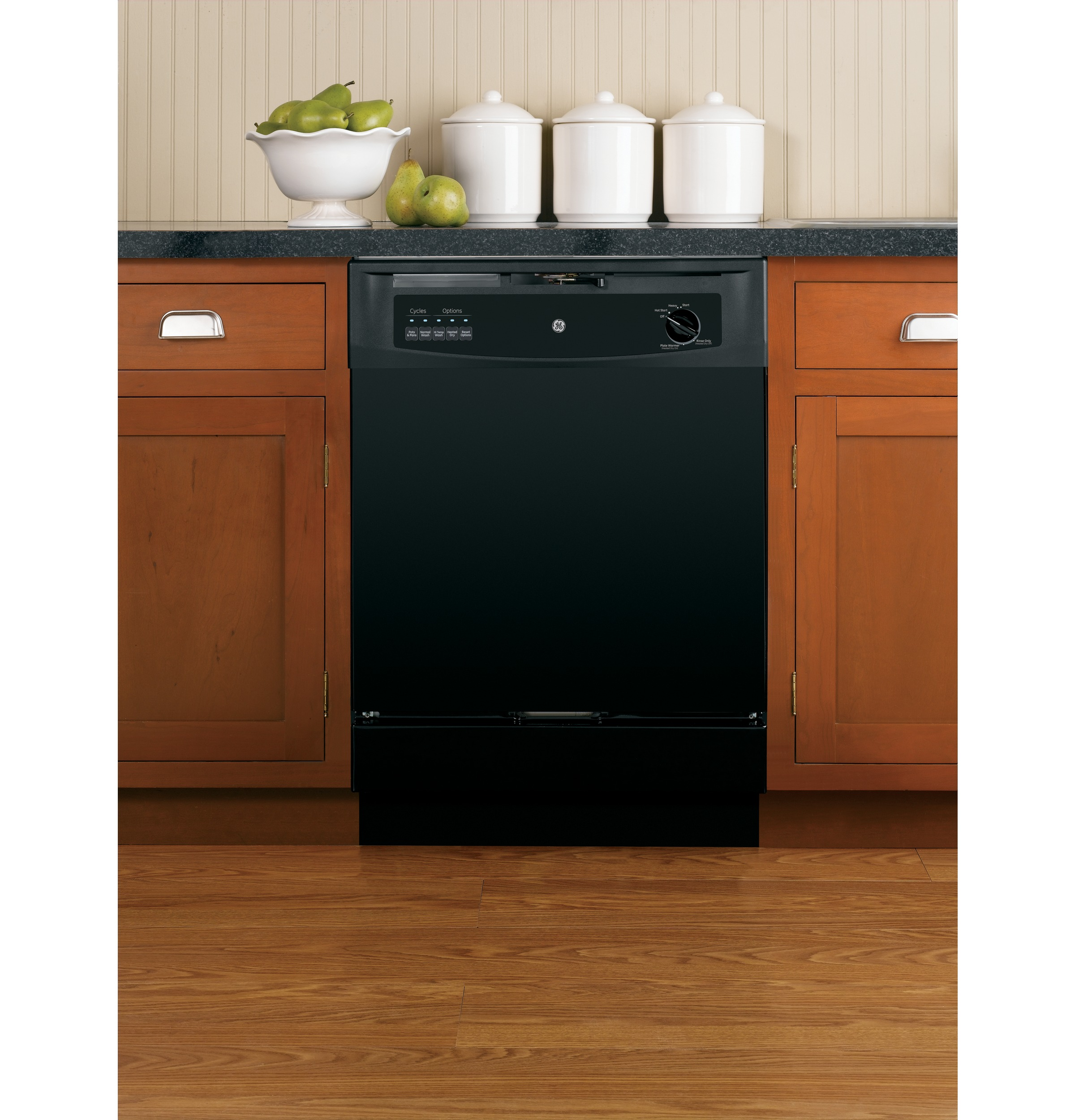 GSD3300KBB Built-In Dishwasher with 5-level wash system  Hot Start option  Insulation blanket  Up to 12-place setting capacity racking and Hard food disposer in Black