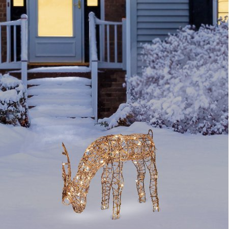 Alpine Corporation Outdoor Rattan Reindeer with Halogen Lights ()