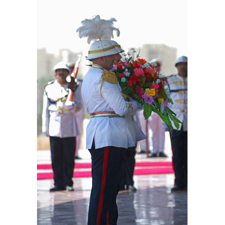 Canvas Print The Iraqi Honor Guard stands ready to place flowers at the Monument of the Unknown Soldier, Baghdad, Stretched Canvas 10 x 14 ()