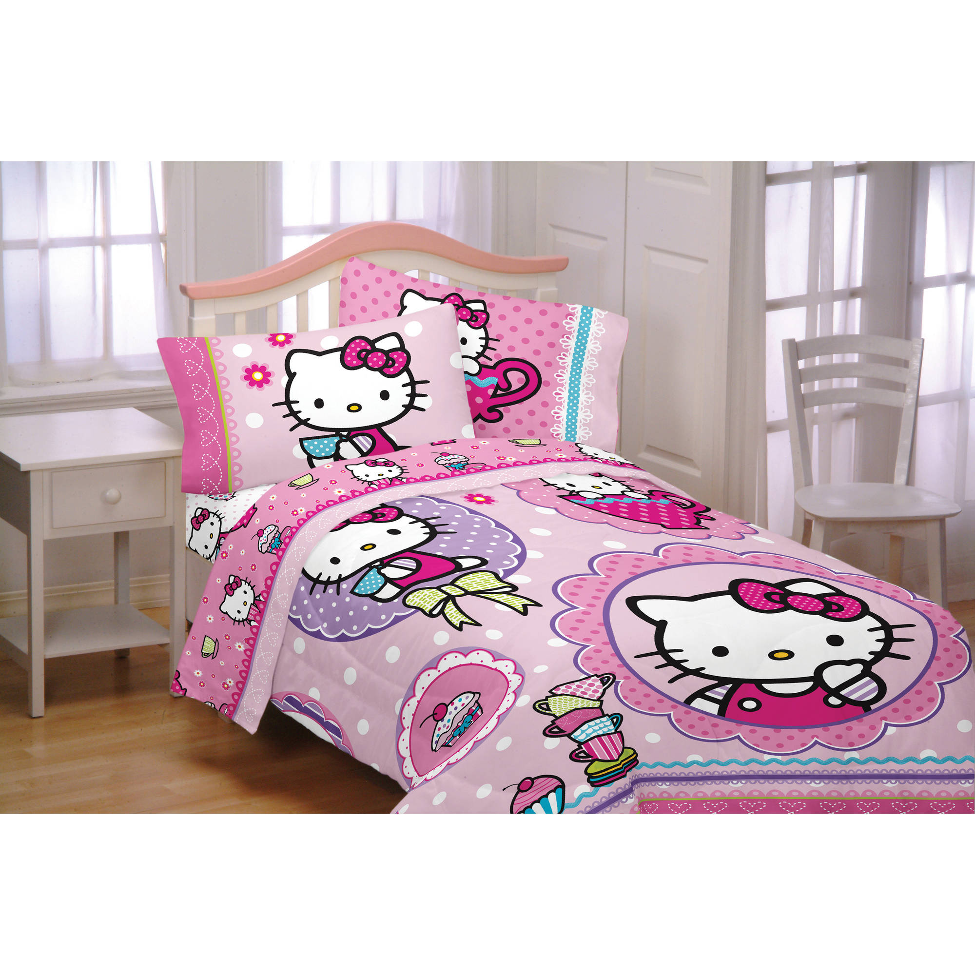 Hello Kitty Reversible Twin Bed in a Bag Bedding Set