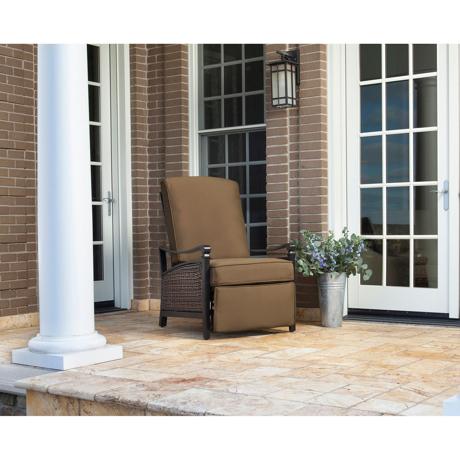 La-Z Boy Outdoor Carson Luxury Recliner