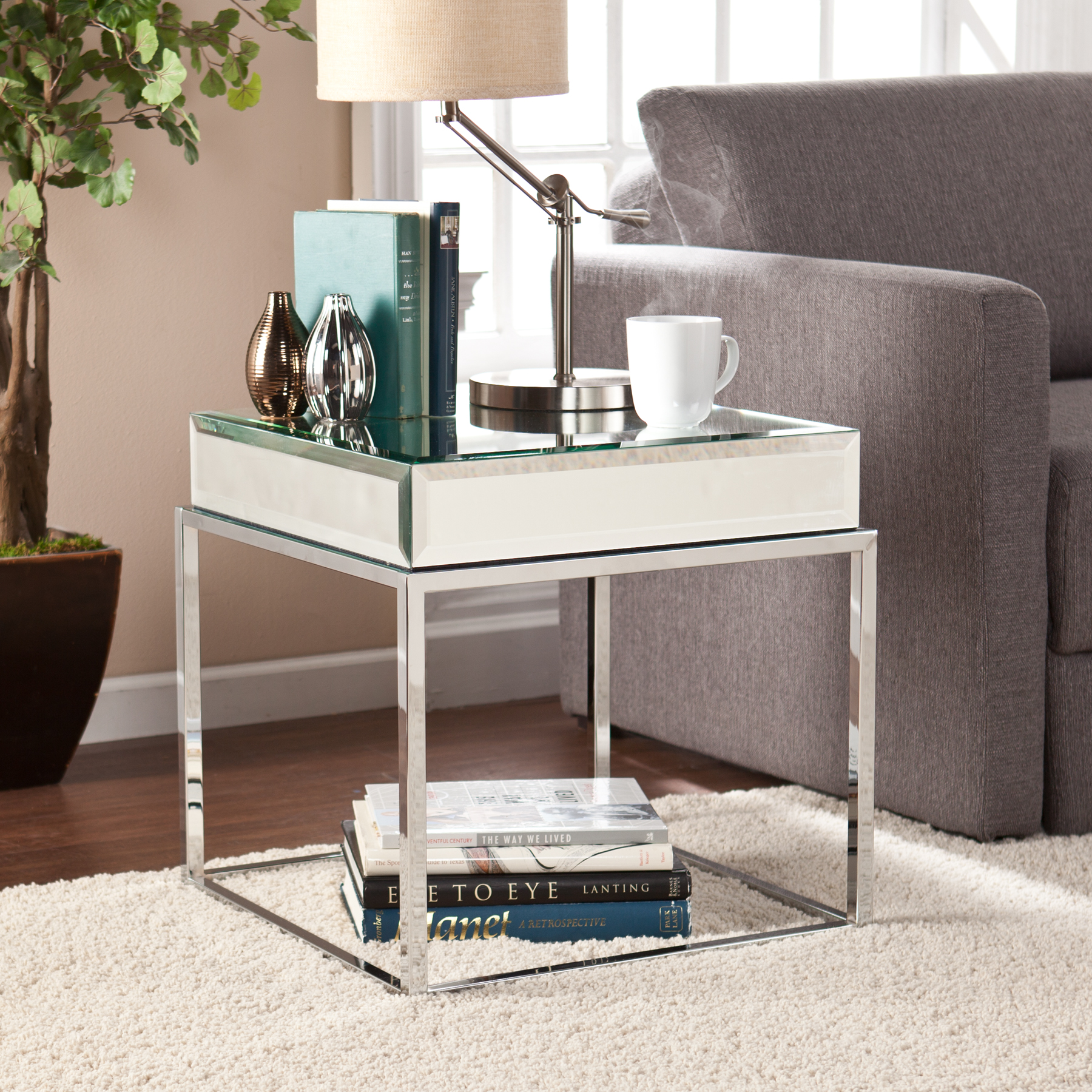 Southern Enterprises Stassi End Table, Glam/Contemporary style, Mirrored