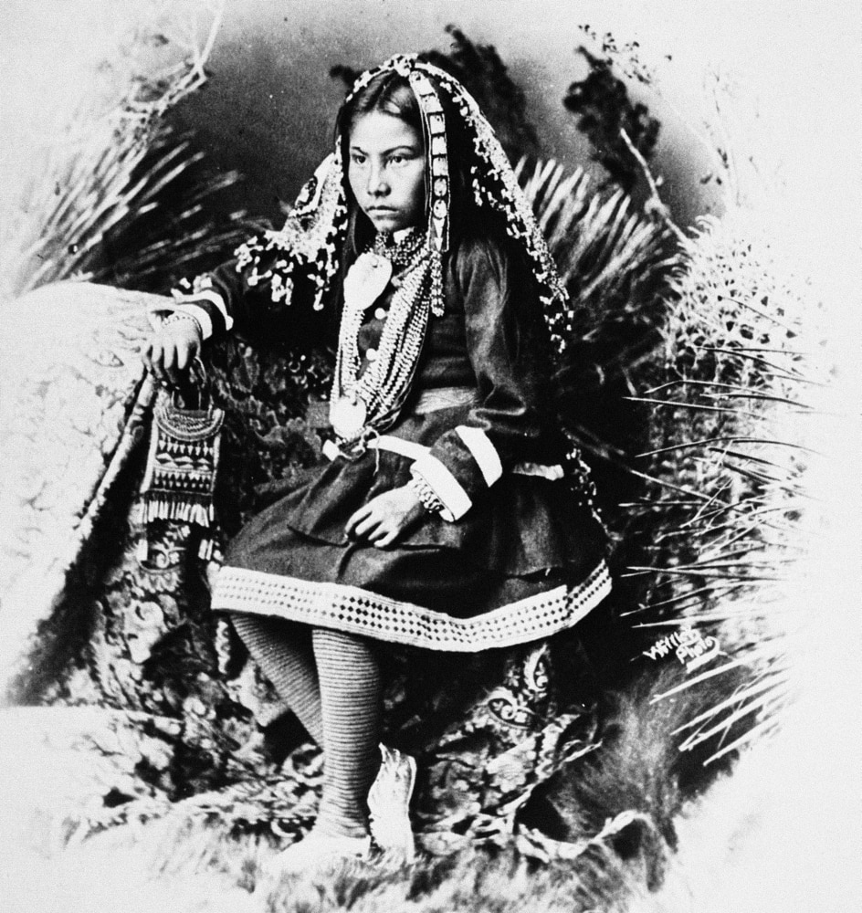 Apache Girl, 1886. /Na Chiricahua Apache Girl, The ...