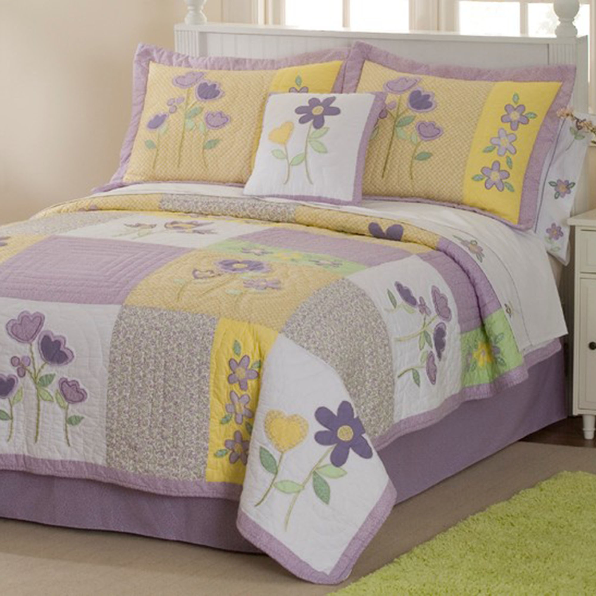 Patch of Flowers Quilt Set