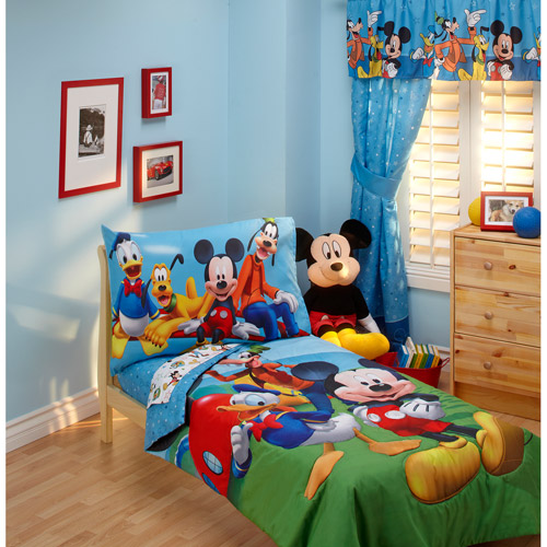 Disney - Mickey Mouse Playground Pals 4pc Toddler Bedding Collection