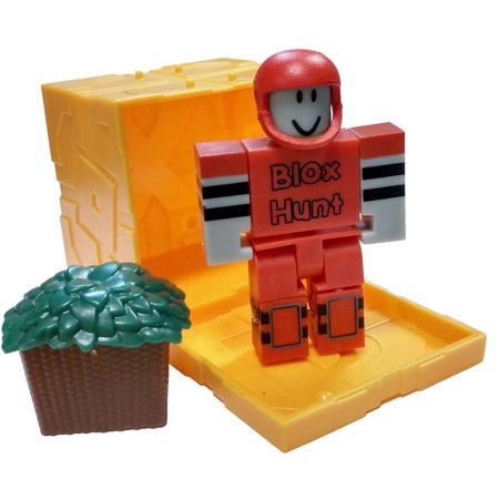 Roblox Series 3 Patient Zero Mini Figure Without Code No Packaging - Roblox Series 5 Blox Hunt Seeker Mini Figure With Gold Cube And Online Code No Packaging