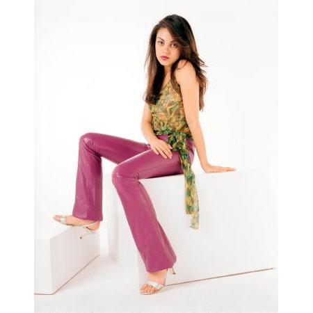 Mila Kunis Poster Pink Pants