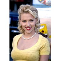 Scarlett Johansson At The Premiere Of The Spongebob Squarepants Movie At The GraumanS Chinese Theatre Hollywood Ca November 14 2004 Celebrity
