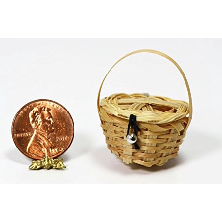 International Miniatures Dollhouse Miniature Picnic Basket with Lid - image 1 of 1