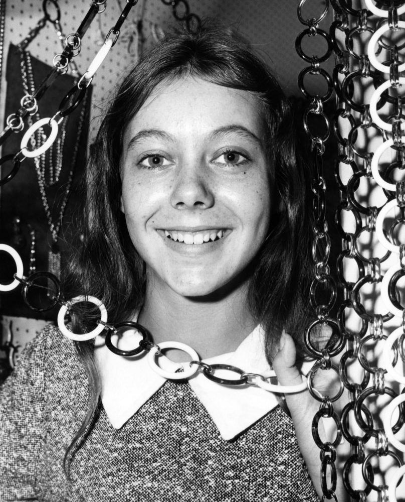 Jenny Agutter age walkabout