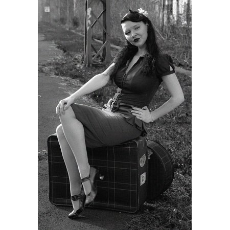 LAMINATED POSTER Retro Nostalgic Black And White Retro Photo Pin Up Poster Print 24 x 36 (Nostalgic Photo)