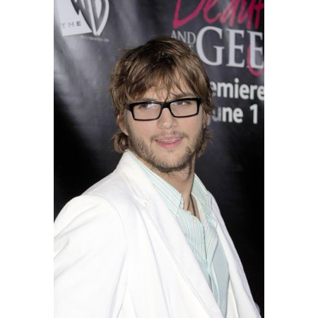 Ashton Kutcher At Arrivals For The Wb Premiere Of Beauty & The Geek Geisha House Los Angeles Ca May 25 2005 Photo By Michael GermanaEverett Collection Celebrity