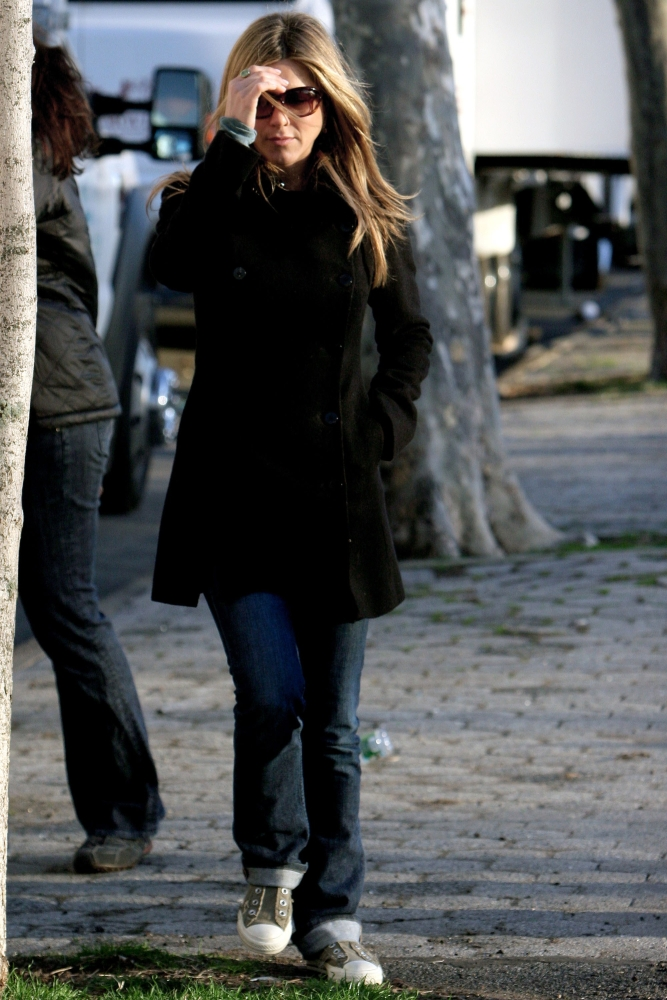 Jennifer Aniston On Location For Jennifer Aniston On The Set Of The Baster Williamsburg Brooklyn Brooklyn Ny... by Everett Collection