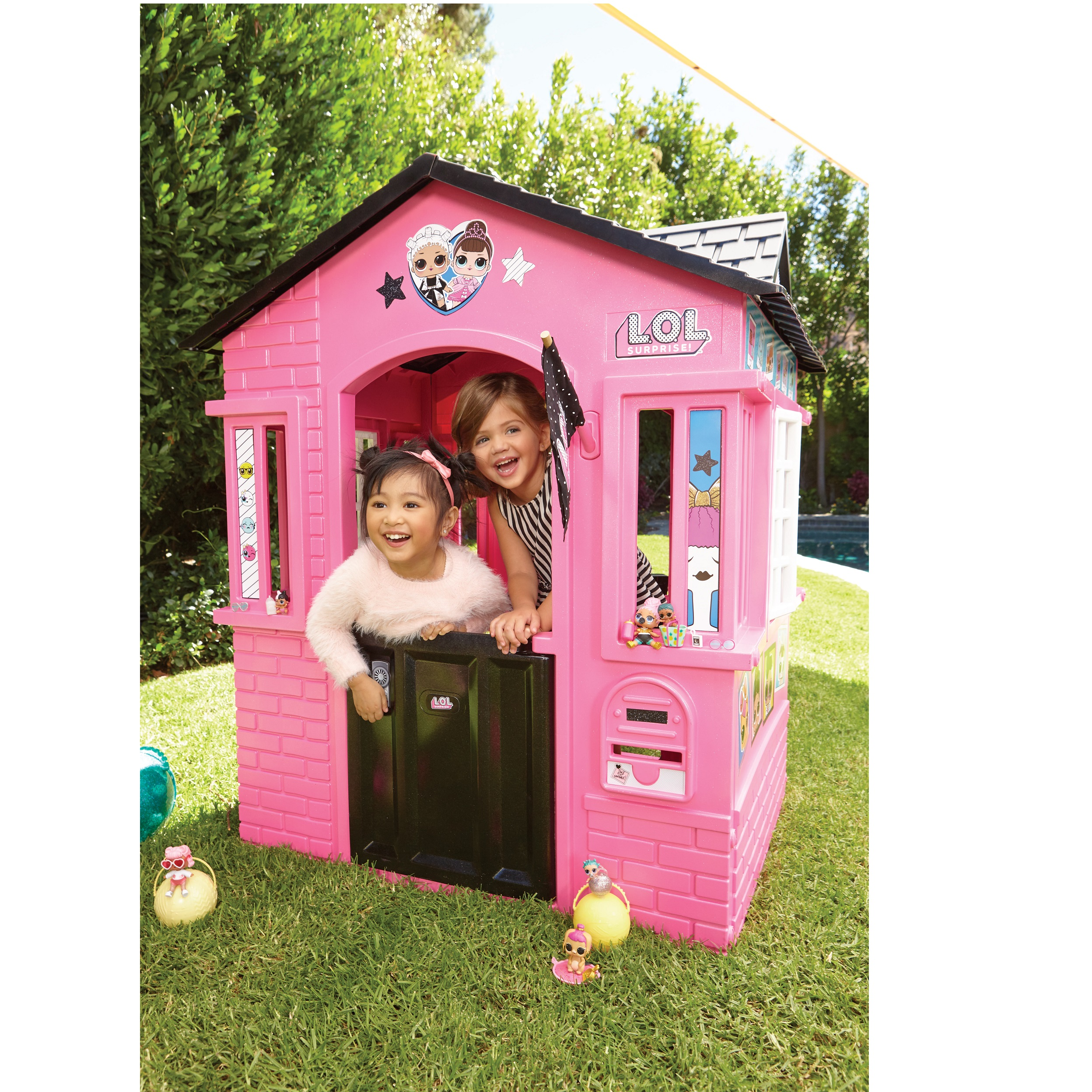 L O L Surprise Indoor And Outdoor Cottage Playhouse With Glitter