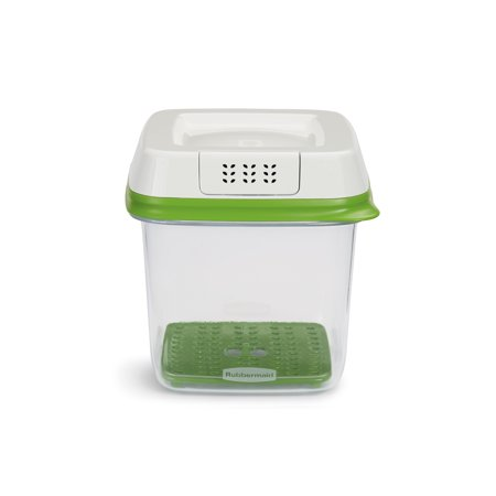 Rubbermaid FreshWorks 6.3-Cup Medium Produce Saver, Green ()