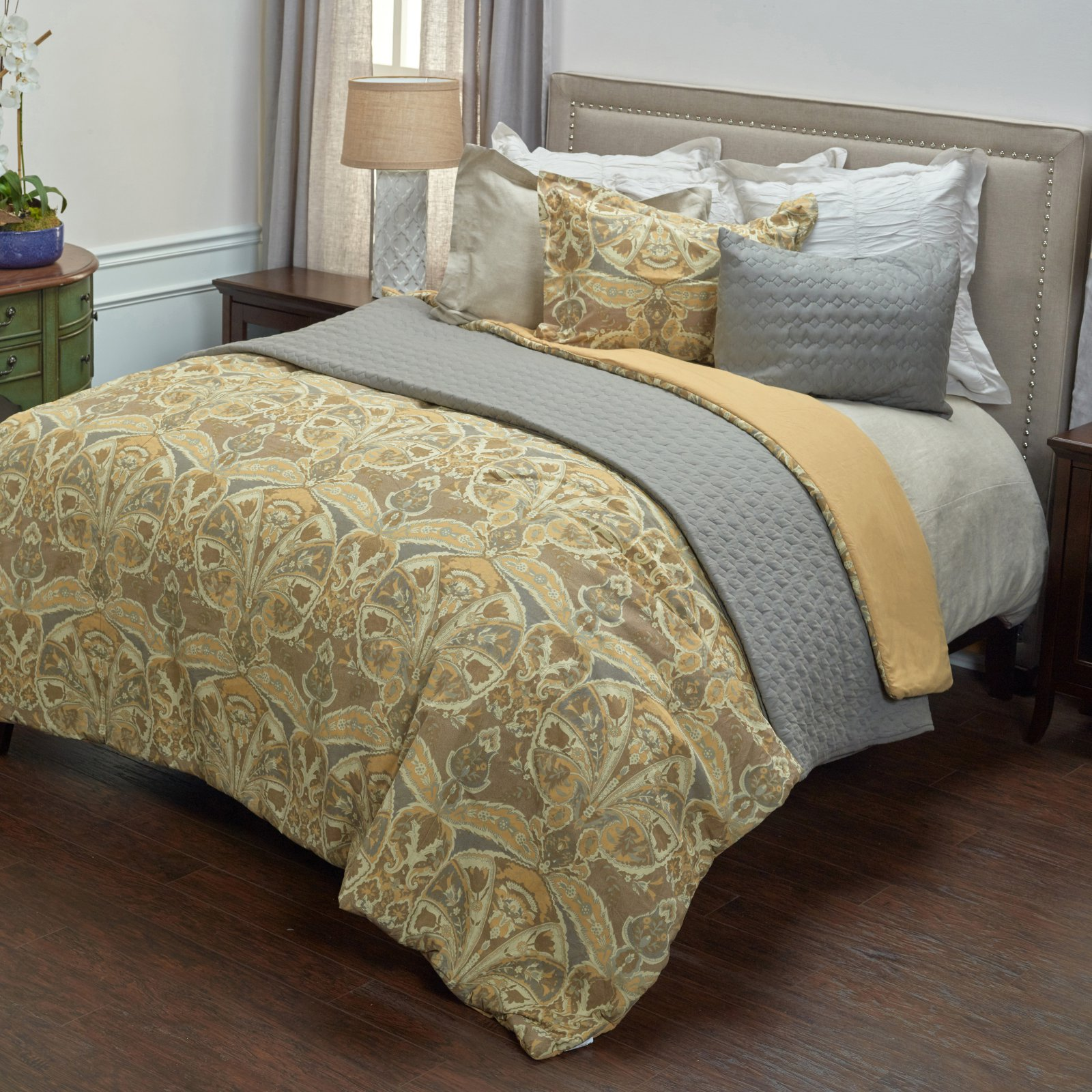 Rizzy Home Rosmond Heights Queen Size Comforter Set in Gold Color