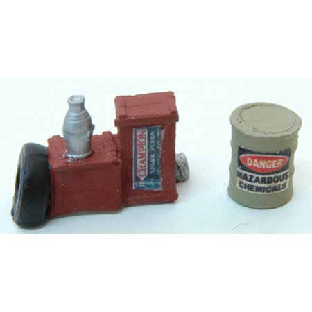 HO Custom Gas Station Junk #1 (Hazardous Barrel, Tire & Crates) ()