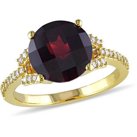 12 Carat T.G.W. Garnet and 1/6 Carat T.W. Diamond 10kt Yellow Gold Cocktail