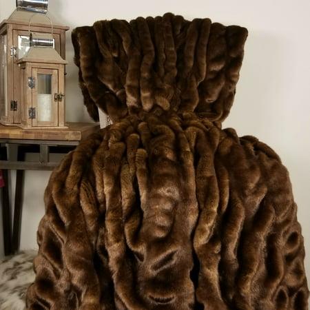 Thomas Collection Brown Tissavel Char-pei Chinchilla Faux Fur Blanket -16455 ()