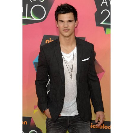 Taylor Lautner At Arrivals For NickelodeonS 23Rd Annual Kids Choice Awards - Arrivals UclaS Pauley Pavilion Los Angeles Ca March 27 2010 Photo By Dee CerconeEverett Collection Celebrity