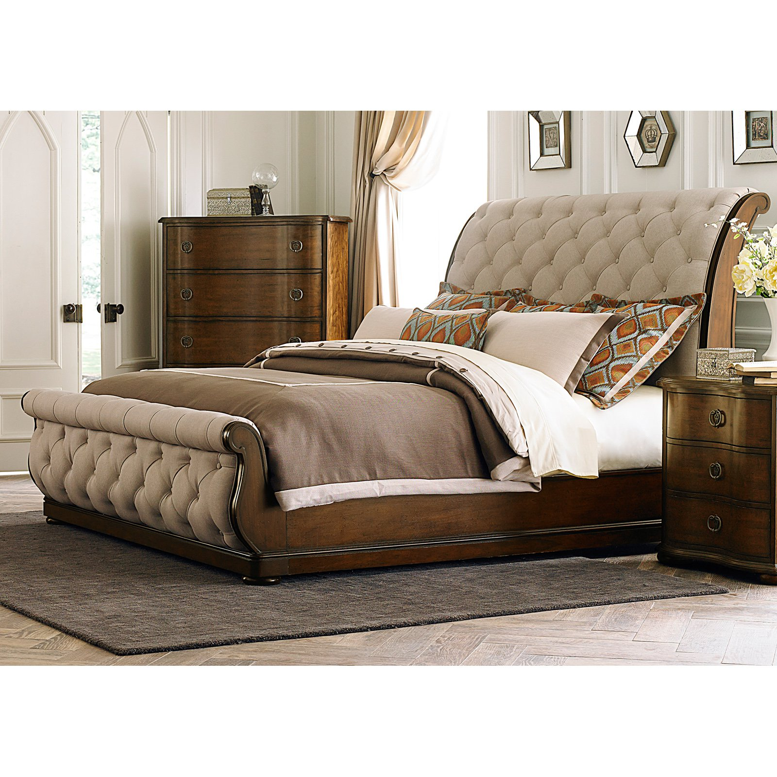 Liberty Furniture Cotswold Upholstered Sleigh Bed