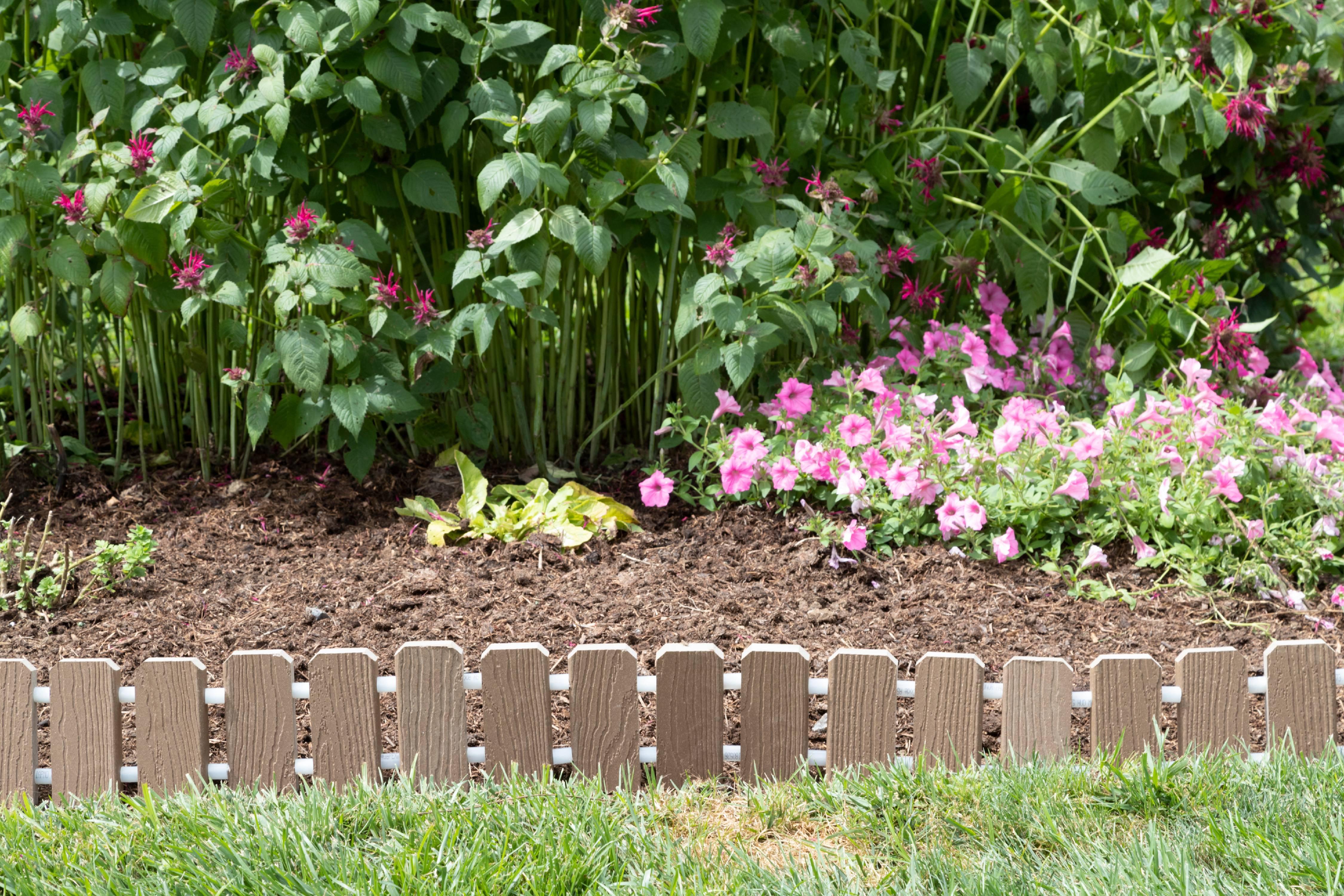 furniture barn usa™ garden edging - evergrain® composite no dig roll up  flower bed edges