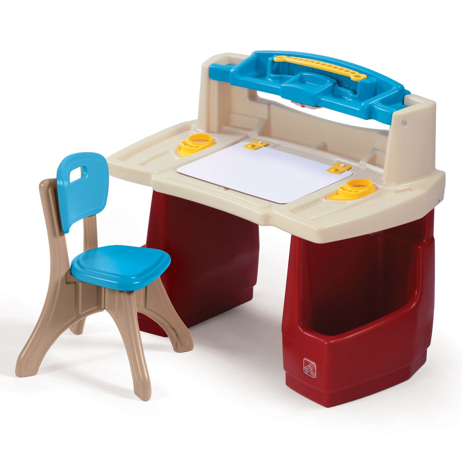 Step2 Deluxe Art Master Desk comes with a Comfortable New Traditions