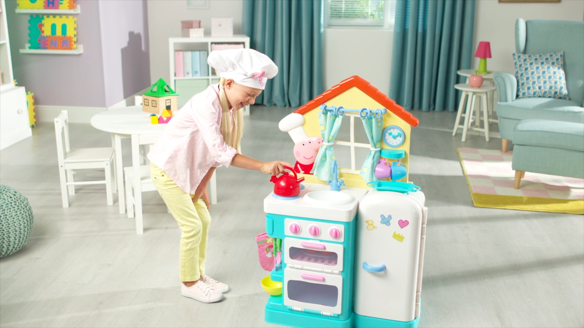 Peppa Pig S Little Kitchen With Bonus Apron