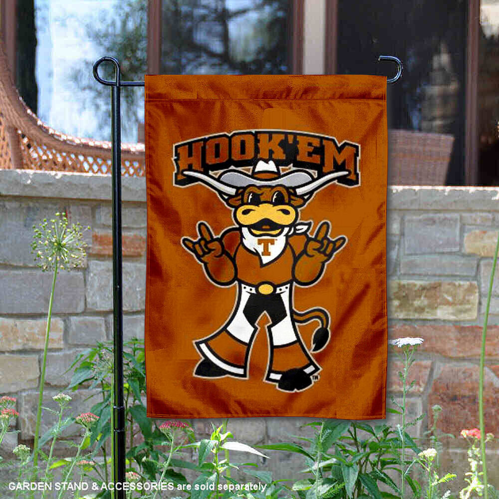 College Flags /& Banners Co Buffalo Bulls Banner with Hanging Pole