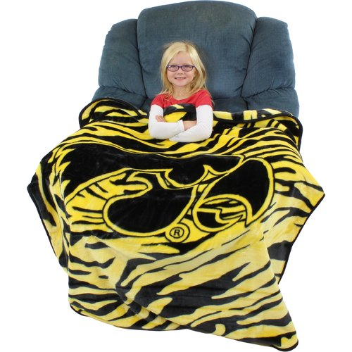 College Covers Iowa Hawkeyes Throw Blanket