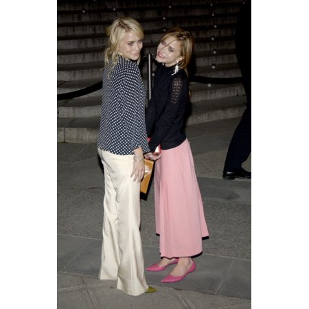 Ashley And Mary Kate Olsen Attend The Vanity Fair Party At The Tribeca Film Festival May 4 2004 The Party Was Held At The Amex Lounge At The New York State Supreme Courthouse Celebrity (](Mary Kate And Ashley Hot Halloween)
