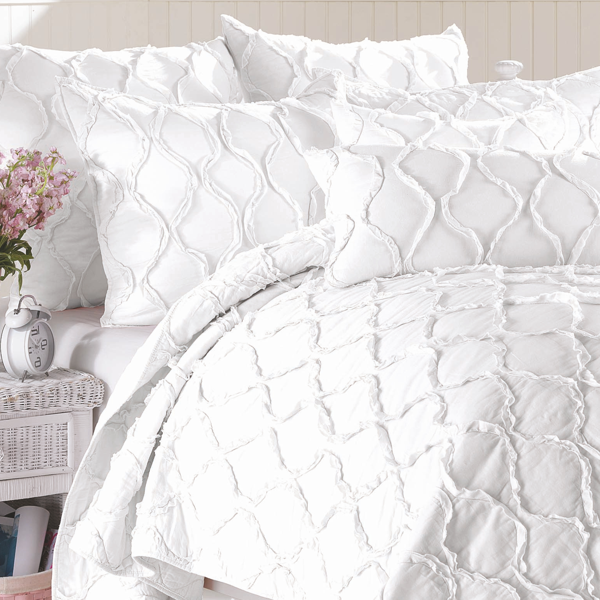 California Design Den Wavy S Cotton Bright White, Twin/Twin XL 2-Piece Ruffled Quilt Set