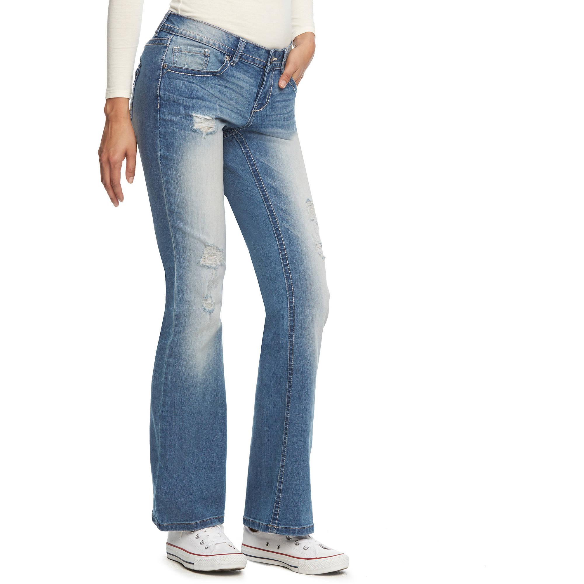 L.E.I. Juniors' Bridget Curvy Bootcut Jeans
