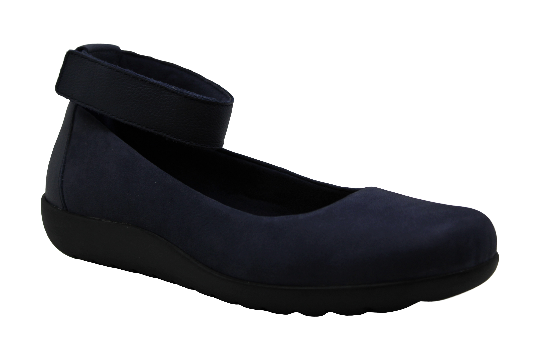 Clarks Womens Medora Nina Closed Toe Ankle Strap Slide Flats