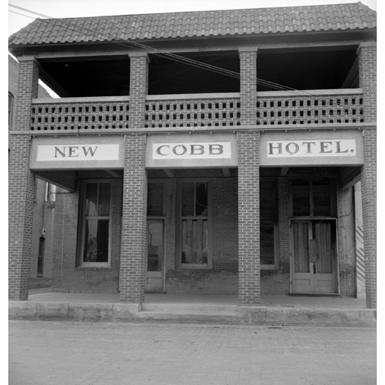 Texas Hotel 1937 Nthe New Cobb In Memphis Photograph By Dorothea Lange Poster Print Granger Collection