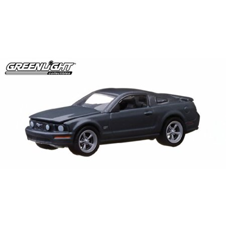 2008 Ford Mustang gT * gL Muscle Series 8 * 2014 greenlight collectibles Limited Edition 1:64 Scale Die-cast Vehicle & collector Trading card - image 2 of 2