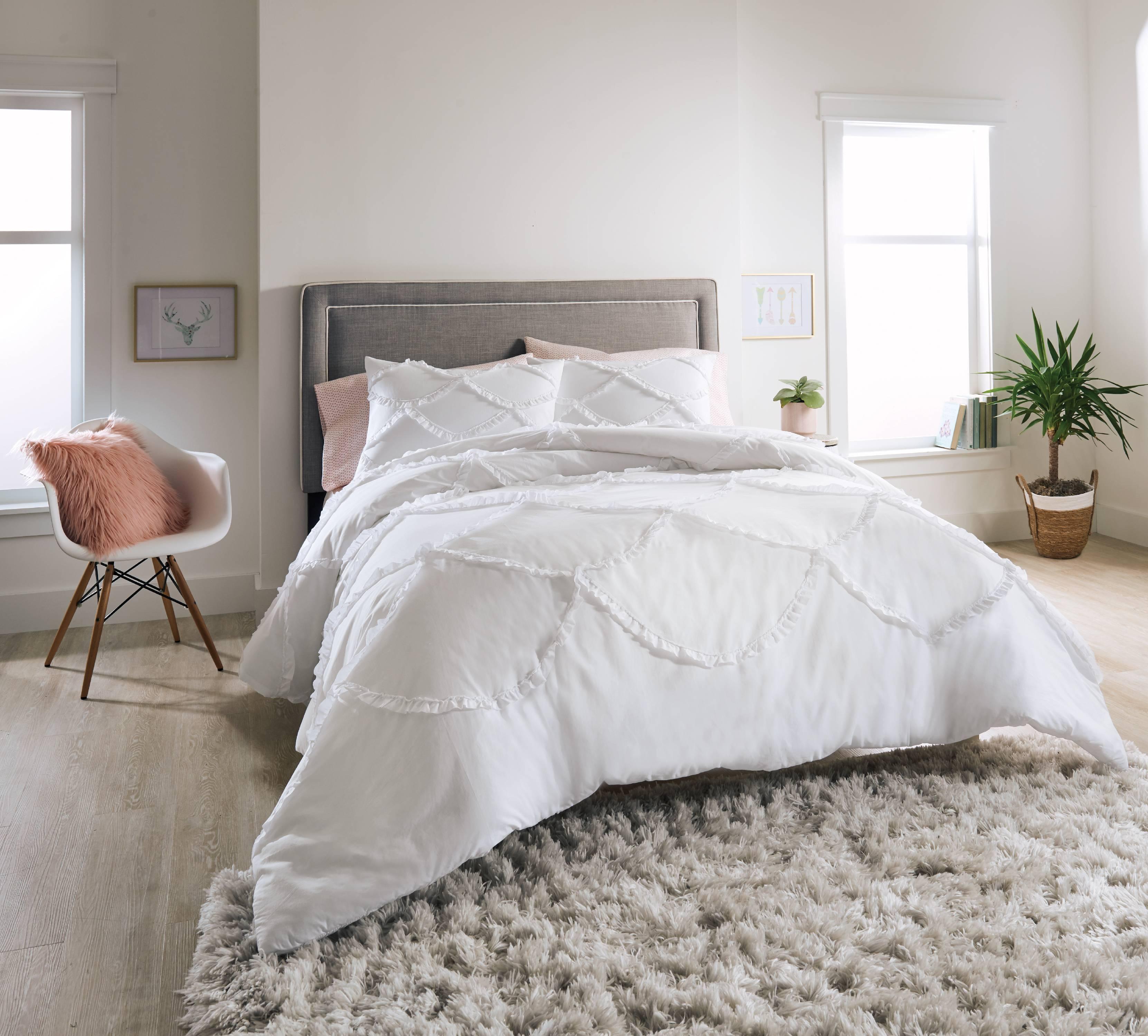 Better Homes and Gardens 3-Piece Textured Scallop Comforter Set
