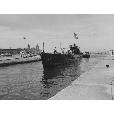 The Captured German Submarine U-505 Preparing to Dock in Chicago Print Wall (German U Boat On Display In Chicago)