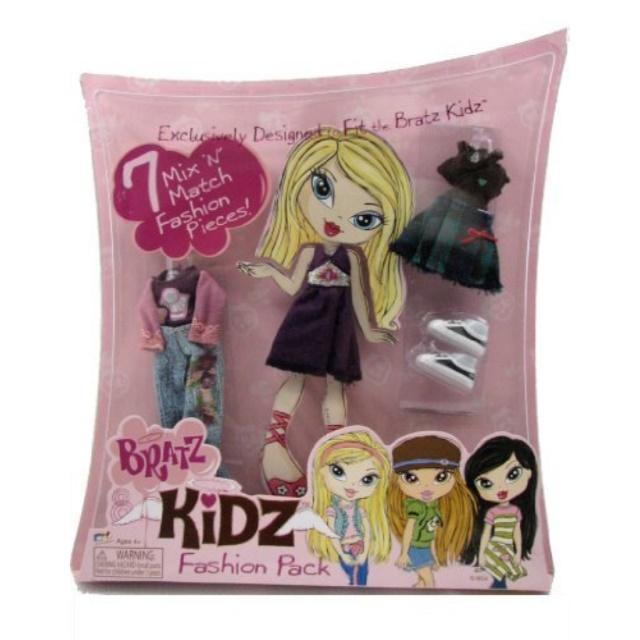 Bratz Kidz Fashion Pack 7 Mix 'N Match Fashion Pieces Outfits for Doll Includes Purple Dress, Jeans & Shoes