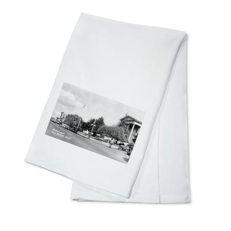 San Rafael, California - A Picturesque Street Corner (100% Cotton Kitchen Towel)